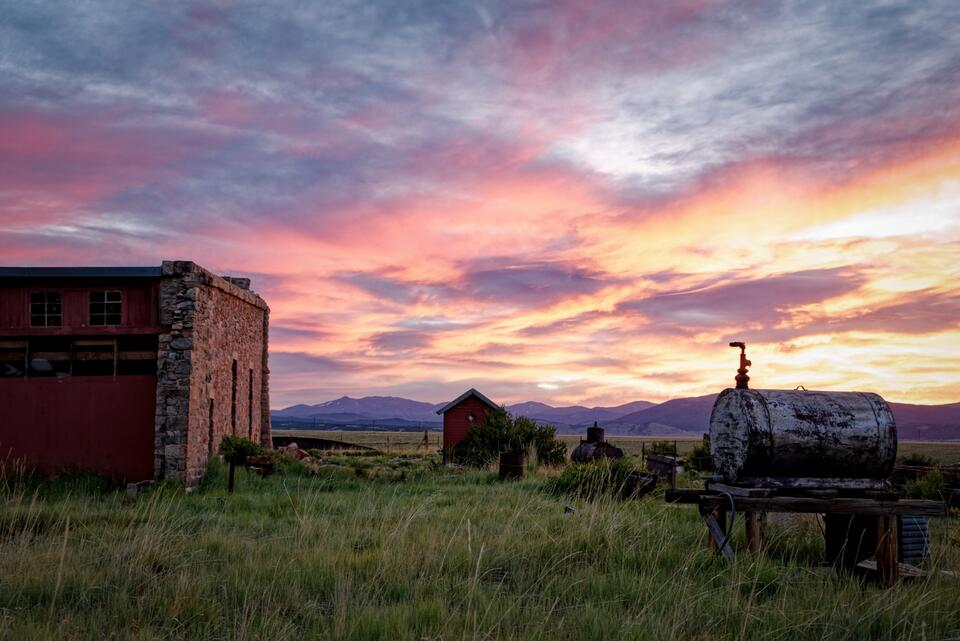 como colorado, como roundhouse, colorado and southern railroad, denver south park and pacific railroad, south park colorado, colorado red sunrise, red sunrise in colorado, stone roundhouse, colorado h